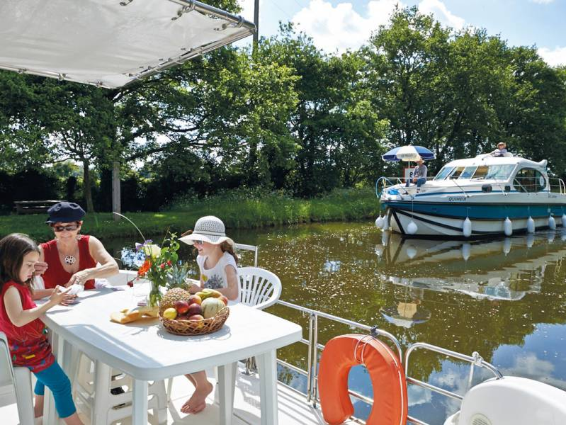 One week : Cruise on the Erdre and Vilaine with this Brittany boating holiday - à partir de  euros