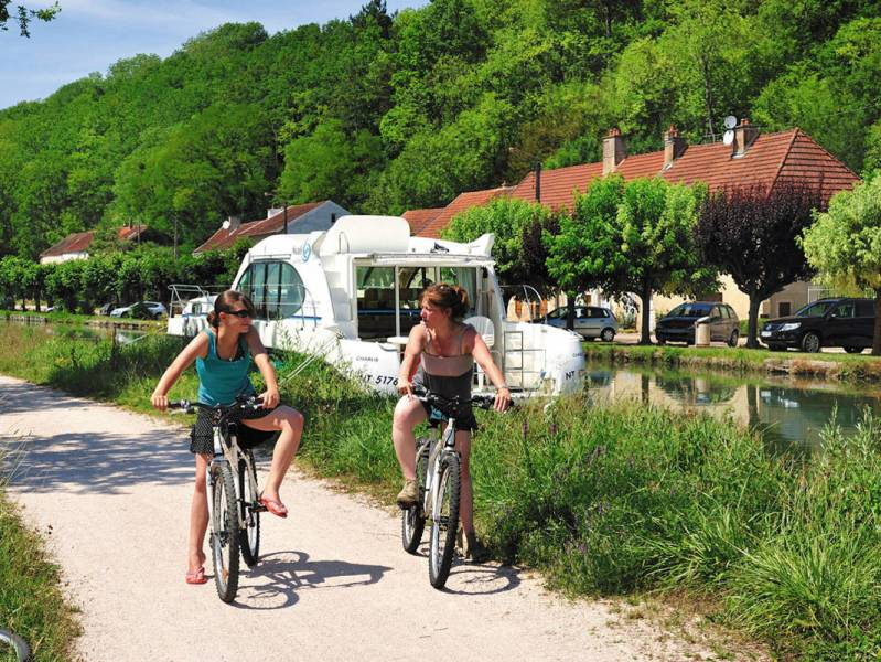 Two weeks : A boating holiday on the Canal de Bourgogne - à partir de  euros