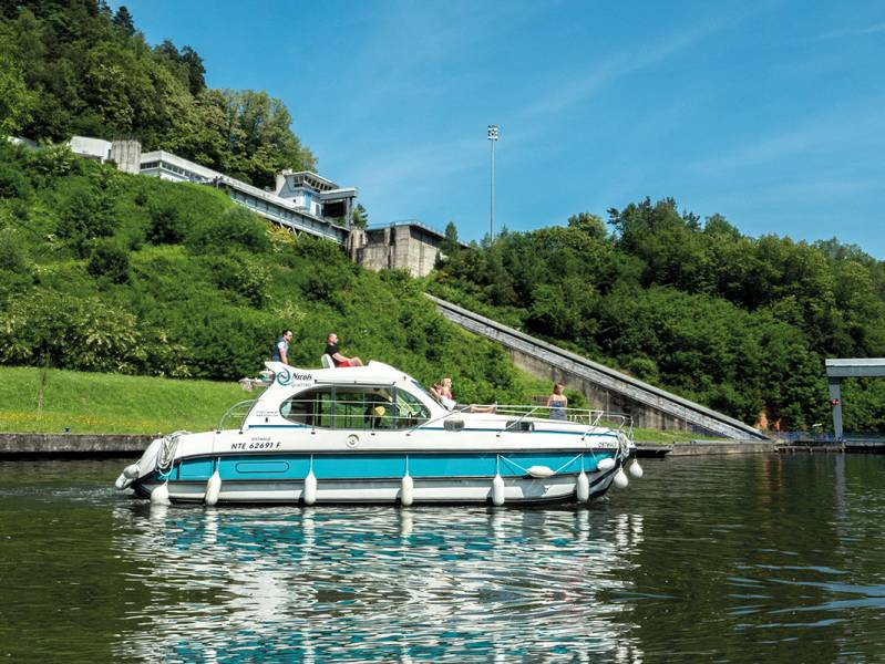 One week : DISCOVER THE ARZVILLER BOAT LIFT: Cruise on the inclined plane - from 1295 euros