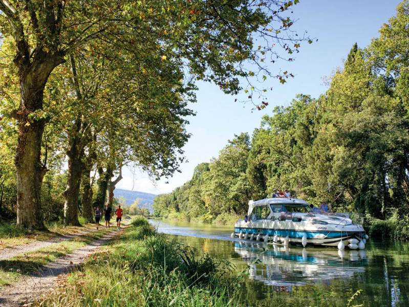 Short break : Discovering a nature reserve by self-drive canal boat - from 342 euros