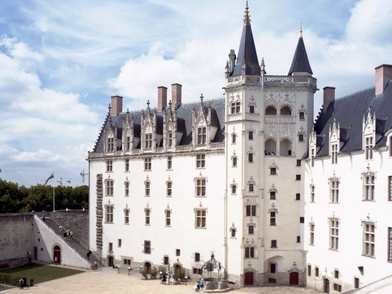 Two weeks : A cruise of castles and the dukes of Brittany - à partir de  euros