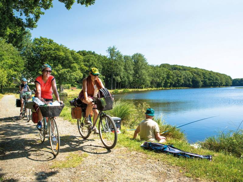 Short break : Exploreinland Brittany by hiring a canal boat - from 462 euros