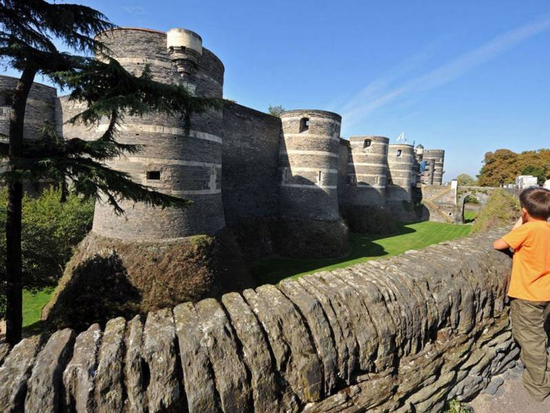 One week : Cruise one-way on Mayenne and Sarthe - from 959 euros