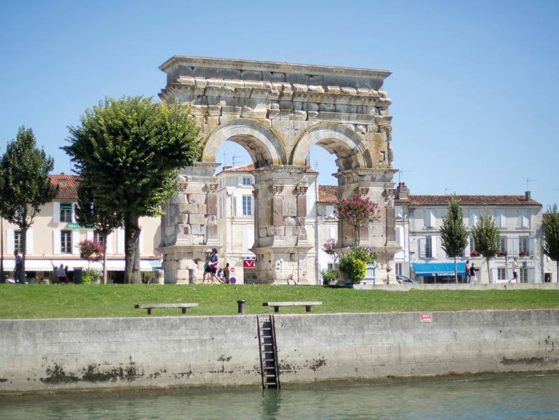 One week : Dicover the arts of relaxation and cognac-making Cruise from Angoulême to Saintes - from 698 euros