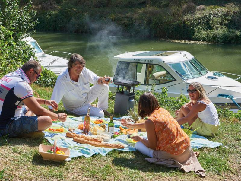 One week : A boating holiday cruise on the Canal de Garonne - from 905 euros
