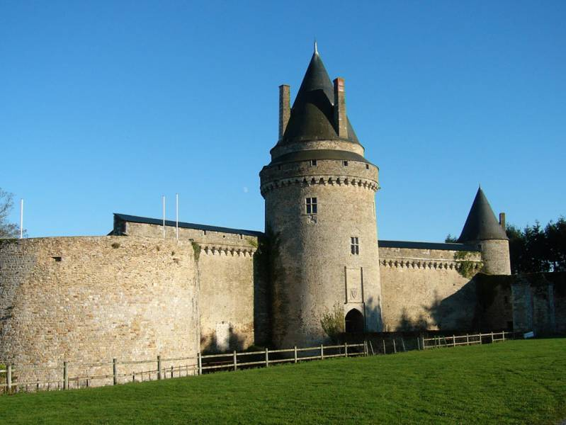 Short break : Medieval days out  at the chateau de la groulais - from 480 euros