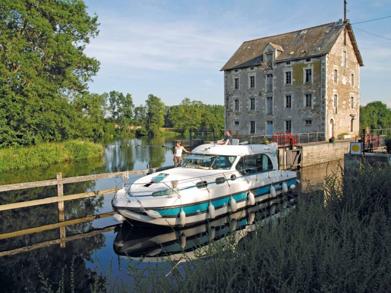 Short break : Mayenne river short break: Discover Anjou from the water - from 480 euros