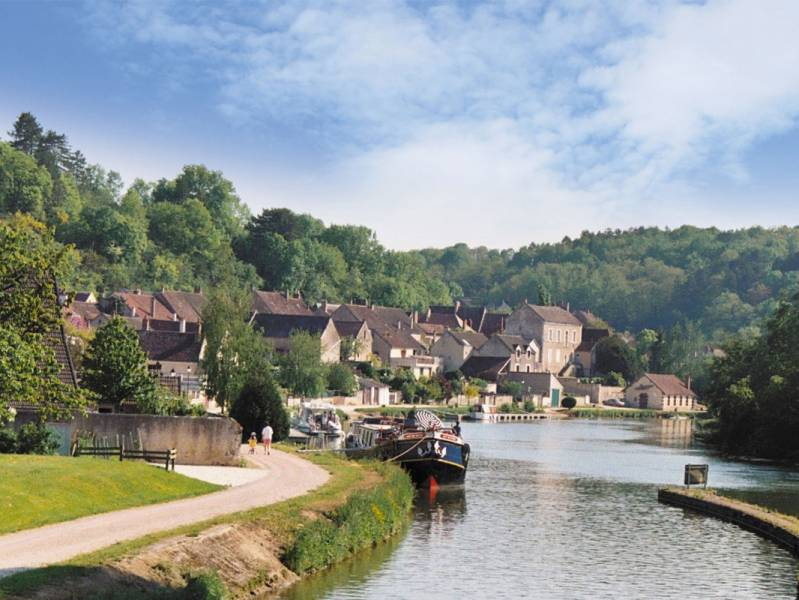 Short break : Historic break on the Nivernais canal - from 342 euros