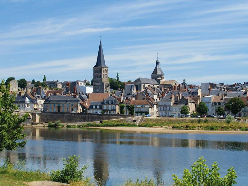 One week : Discover the Loire and the route of Compostelle pilgrims  - from 1256 euros