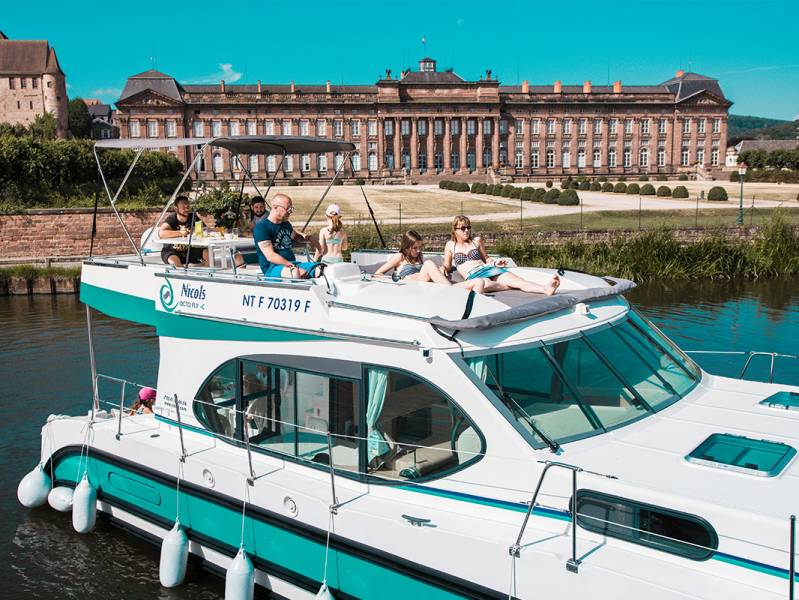 Two weeks : LAKES AND LUSH LANDSCAPES: Take a wild cruise on the Marne-Rhine canal - from 1918 euros