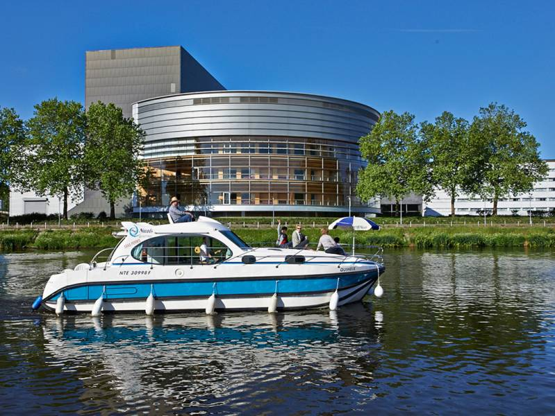 Weekend 2 days : A city break to Nantes by self-drive canal boat - from 453 euros