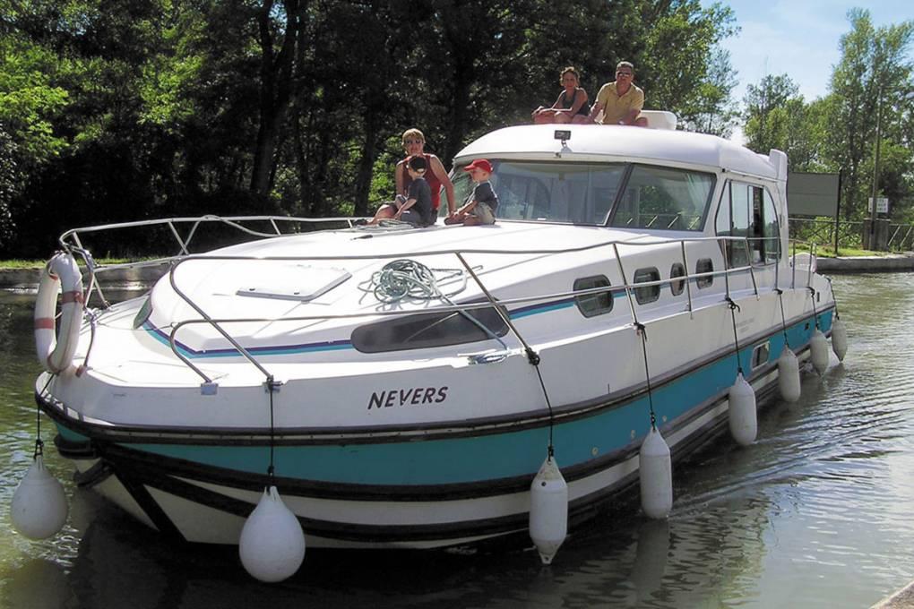 Nicols Sedan 1310
